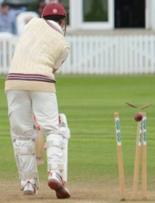 CC Essex (H) Aug 2018 Day 3 James Hildreth bld Peter Siddle Copyright Mike Williams